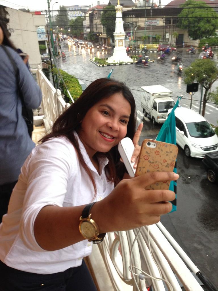 Mimit yang langsung berubah dari blogger menjadi turis